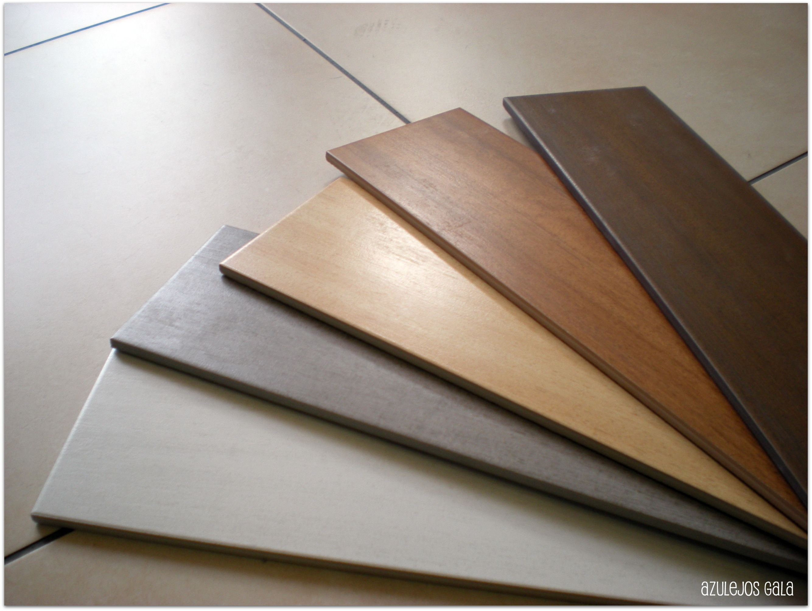Decoracion mueble sofa suelo exterior imitacion madera - Azulejos suelo ...
