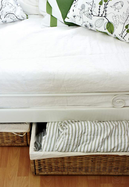 08-under-bed-storage-small-room