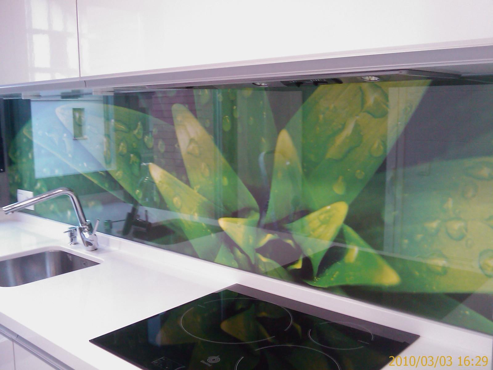 Como proteger y decorar los frentes de la cocina nova te - Panel pared cocina ...