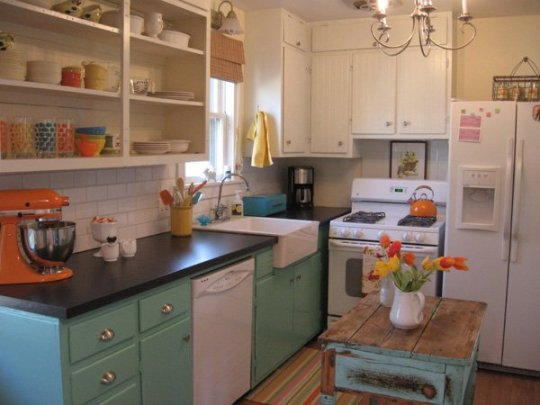 600x450xColorful-Kitchen-31-1-Kindesign.jpg.pagespeed.ic.XKVlPEv9s7