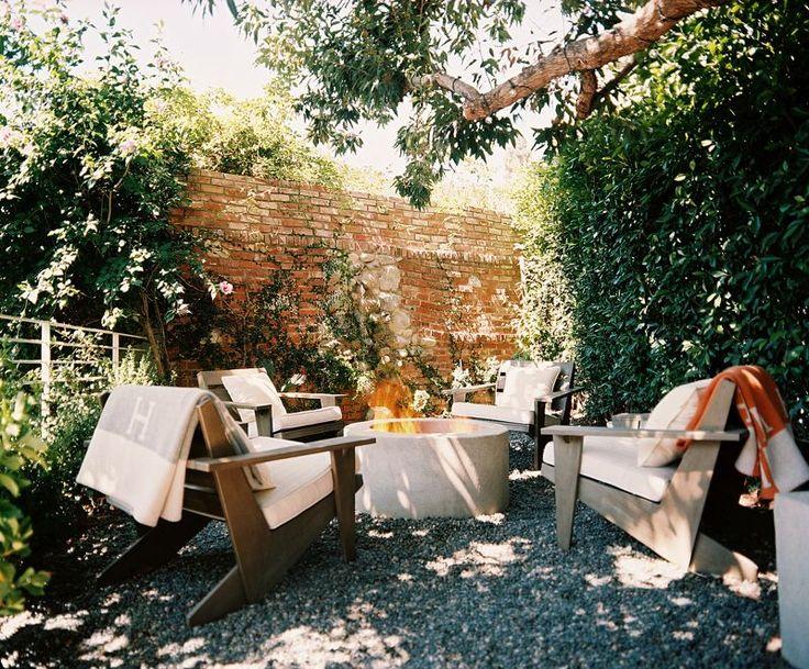 Algunos ejemplos de jardines y patios decorados con for Jardines con encanto fotos