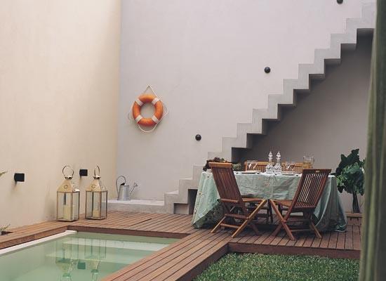 C mo decorar un patio con piscina nova te asesora for Piletas en patios chicos