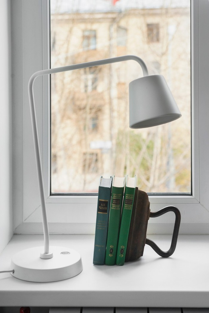 Contemporary-Table-Lamp-to-Support-Reading-Corner-in-the-Kitchen-with-Traditional-Bookcase-Design-Nearby-the-Window-936x1402